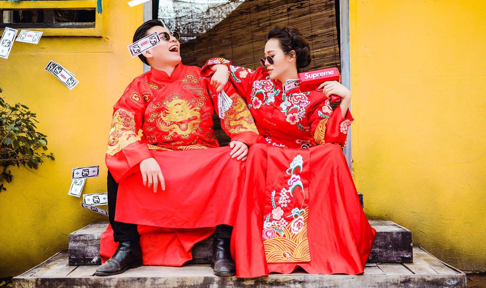 Cô dâu xinh đẹp bên chú rể với phong cách chụp ảnh cưới kiểu Trung Quốc