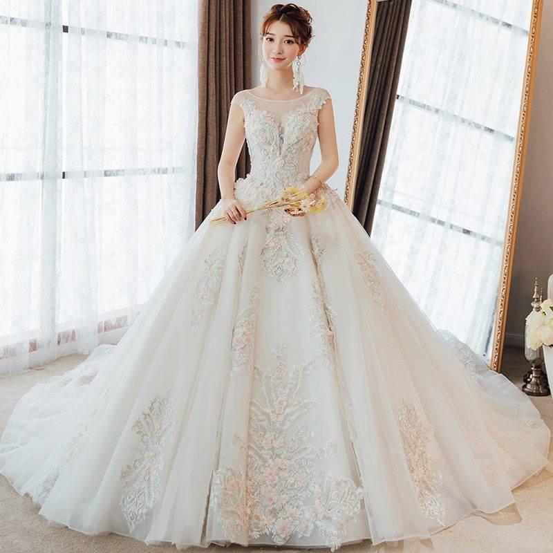 váy cưới cổ chữ V giúp tôn vòng 1 đầy đặn