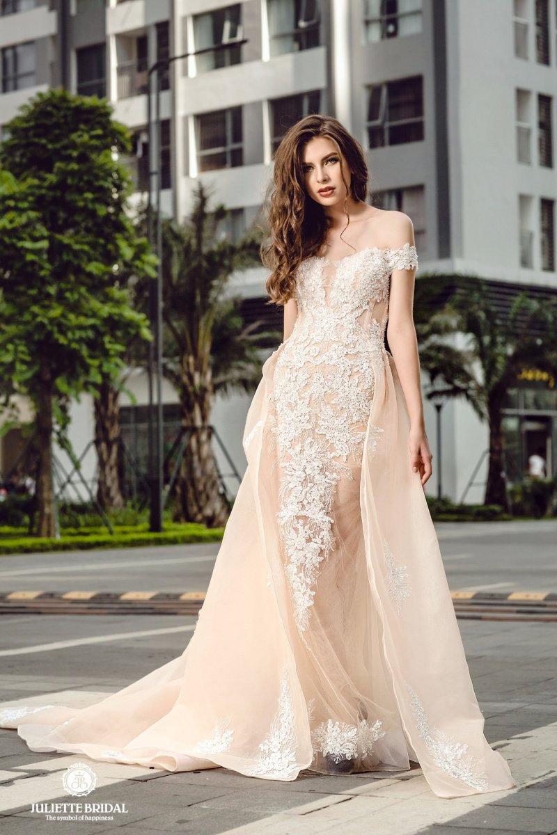 Mẫu váy cưới trễ vai đuôi cá