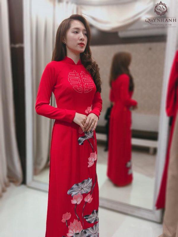 Áo dài cưới lụa tơ tằmđang dạng về kiểu dáng và màu sắc