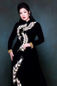 Áo dài cổ truyền thống, lịch sự và sang trọng
