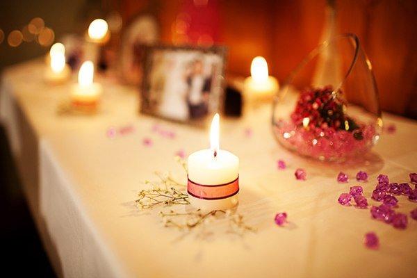 Trang trí phòng cưới bằng nến mang đến không gian lãng mạn ấm áp