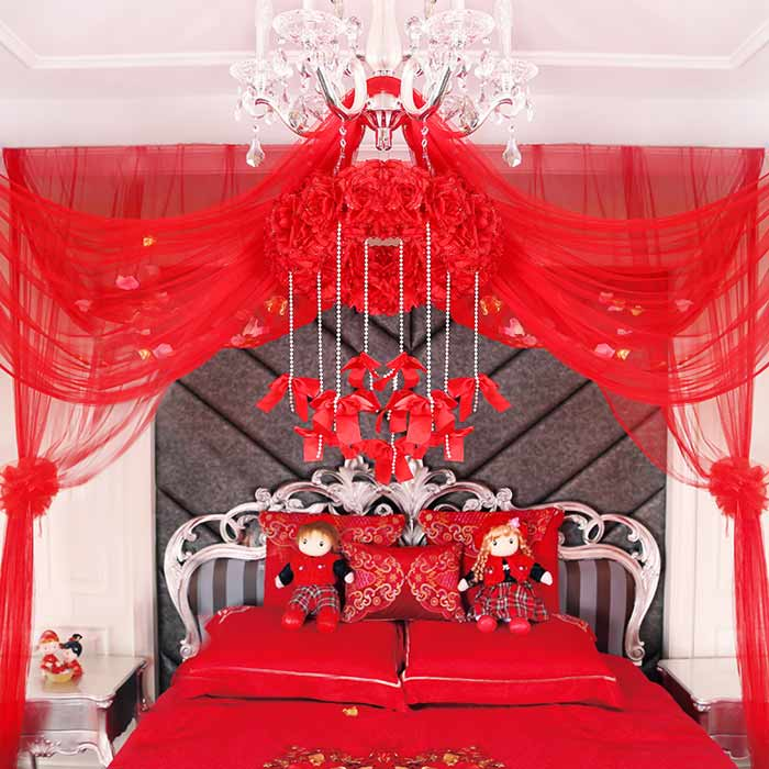 Sử dụng màn khung giúp căn phòng thêm phần lộng lẫy
